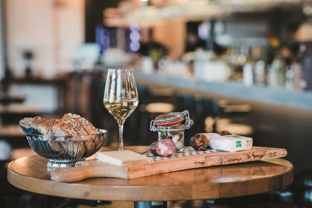 Discover Lausanne and its region through culinary or wine tours!